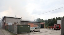 Magazijn vernield door brand (foto & video)